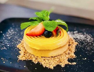 How's this for dessert to kickstart your week?😋 Come by!  Reservations:  Stanley Street: +65 62201763 East Coast Road: +65 96585197  📸: Chris Ho