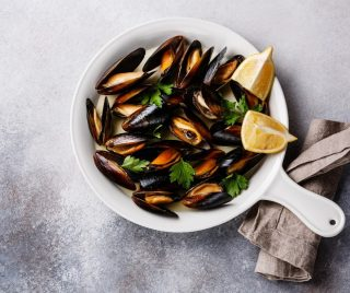 'Impepata' Sautéed Black Mussels in White Wine & Fresh Herbs 'Acqua pazza' - just the perfect starter to kick off lunch or dinner in this kind of weather!😉  Call us for reservations:  Stanley Street: +65 62201763 East Coast Road: +65 96585197